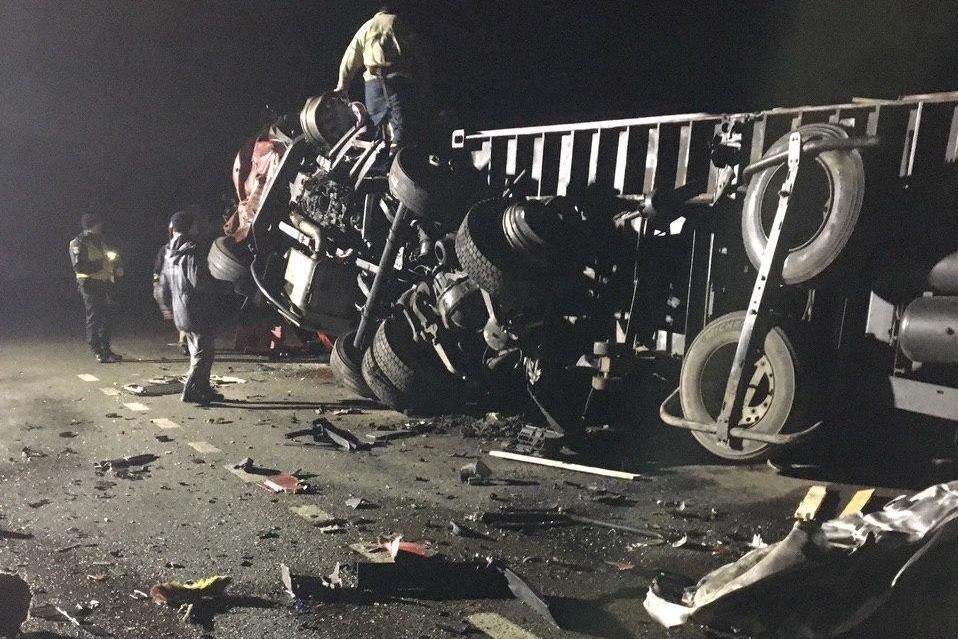 Один водій загинув на місці, другий помер у лікарні: зіткнення вантажівок на Чернігівщині, фото-1