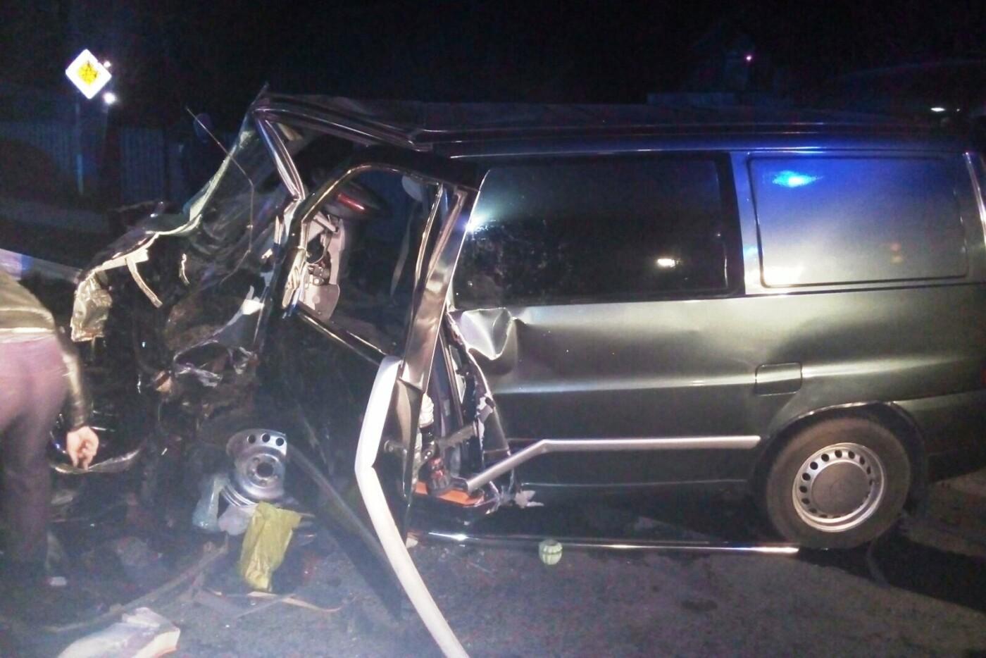 Лобовое столкновение, авто вдребезги и смерть водителя: ДТП на Черниговщине, фото-1