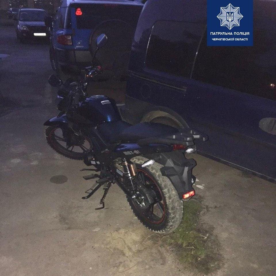 Чоловік п'яним гайсав по Чернігову на тільки-но придбаному мотоциклі, фото-2