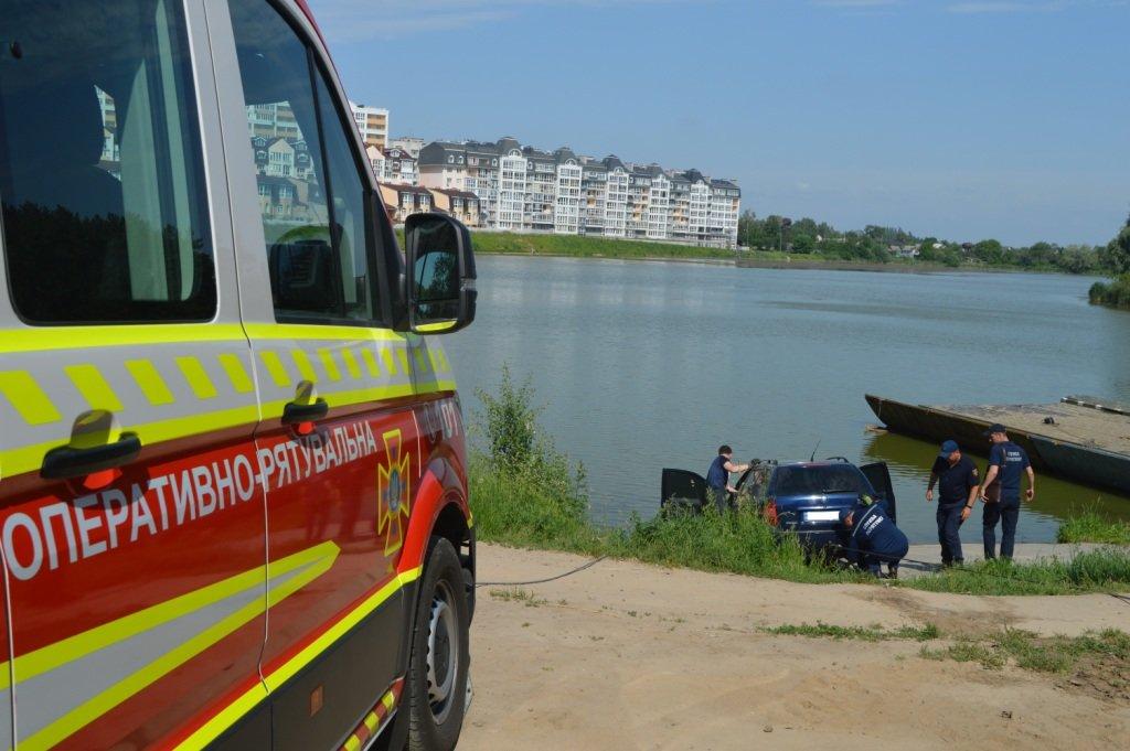 У Стрижні втопили іномарку: залучались рятувальники, фото-3