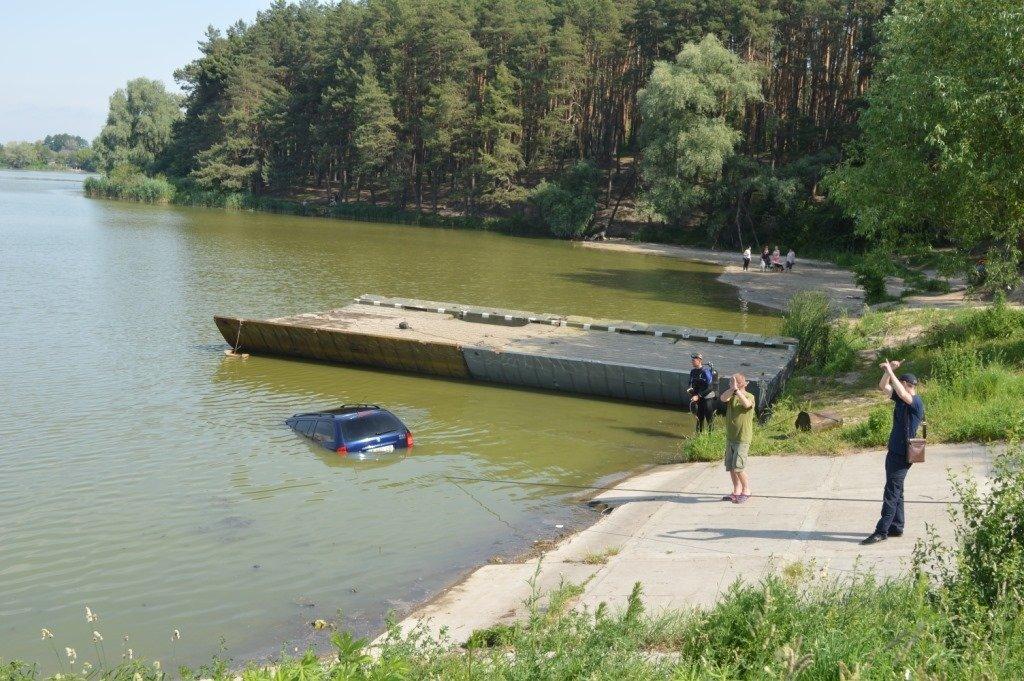 У Стрижні втопили іномарку: залучались рятувальники, фото-1