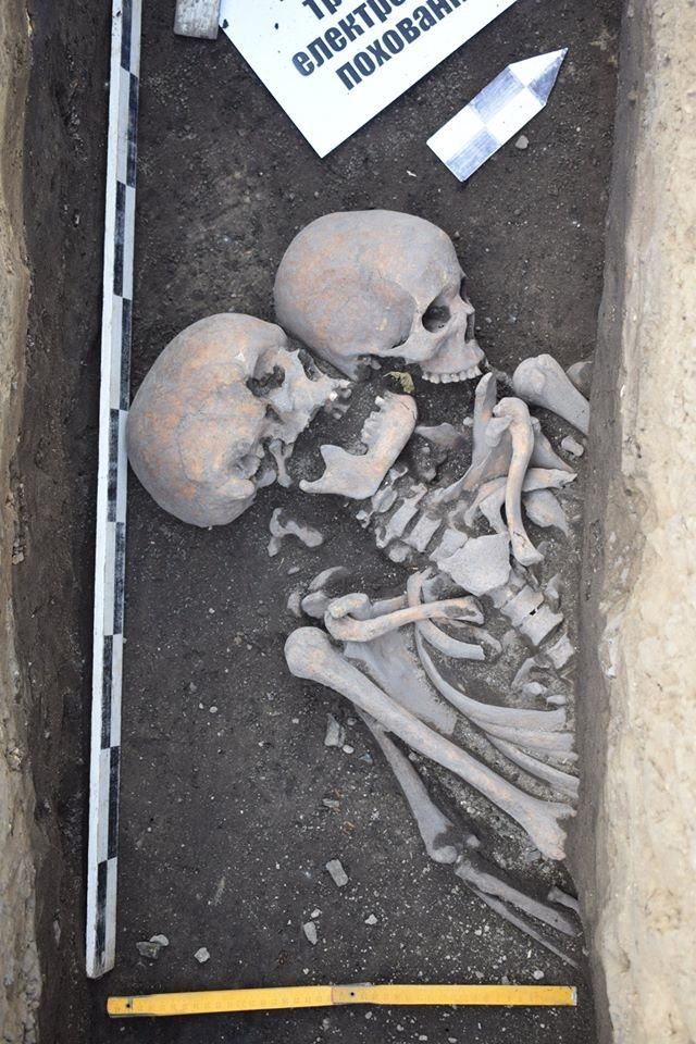 """У Чернігові археологи знайшли """"нетрадіційне"""" поховання, коли прокладали траншею для електрокабелю, фото-2"""