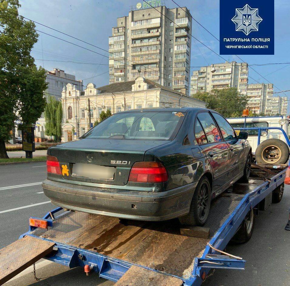 Біля МакДоналдсу поліцейські спіймали водія під наркотиками, фото-2