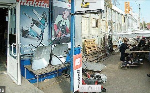На Центральному ринку продали комунальне приміщення майже за 1 млн грн, фото-1