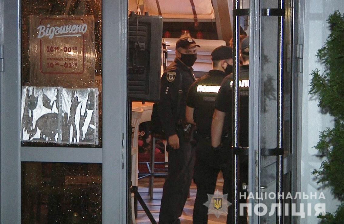 Один з пабів Чернігова працював вночі попри заборону: власнику загрожує штраф, фото-5