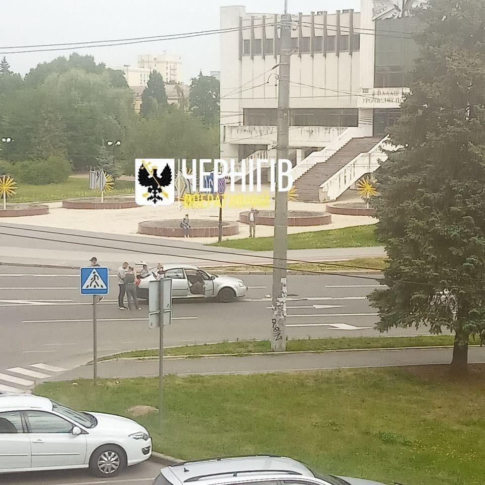 Біля РАЦСу жінку збив Chevrolet: її госпіталізували до 2-ї лікарні, фото-2