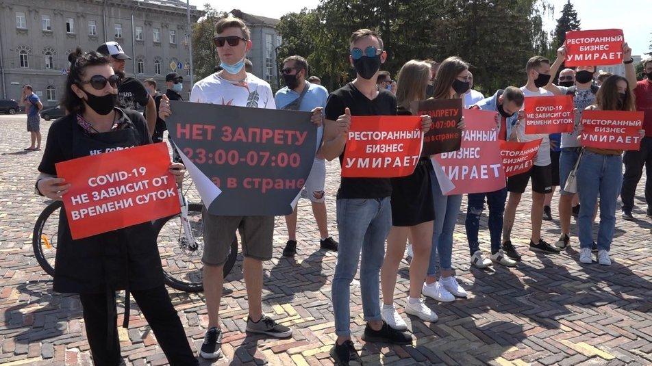 На Красну площу виносили труну: як пройшов мітинг рестораторів у Чернігові, фото-1