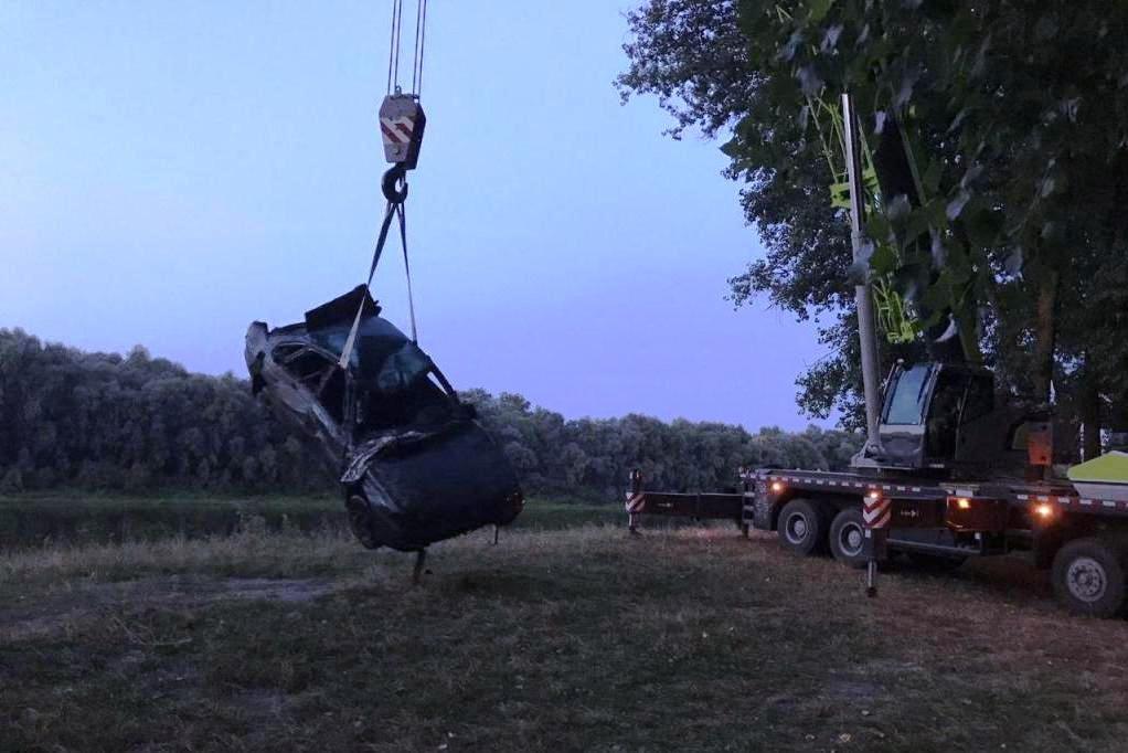 На дні Десни біля Чернігова знайшли легковик, що пролежав там 11 років, фото-5