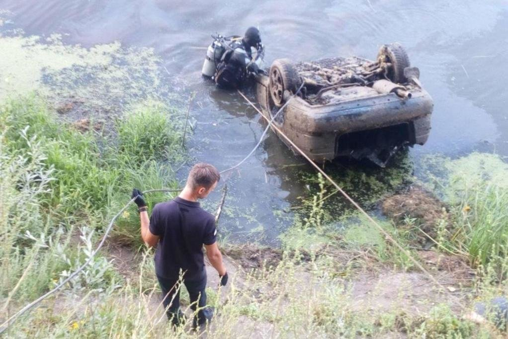 На дні Десни біля Чернігова знайшли легковик, що пролежав там 11 років, фото-3