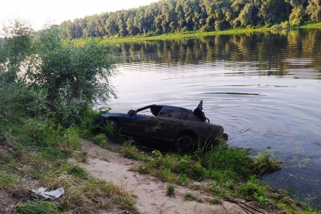 На дні Десни біля Чернігова знайшли легковик, що пролежав там 11 років, фото-4