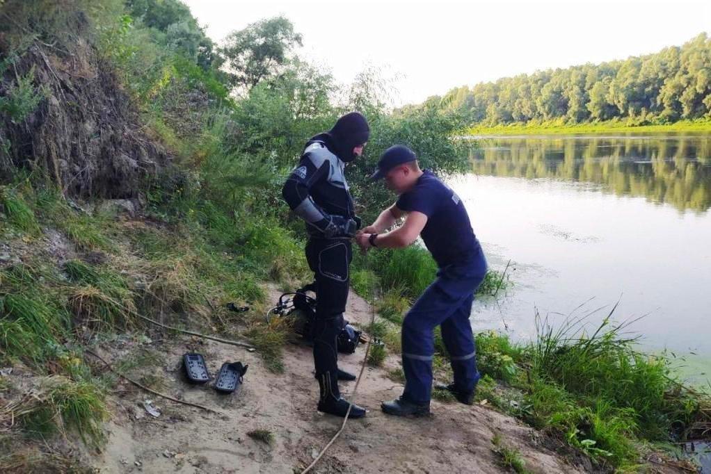 На дні Десни біля Чернігова знайшли легковик, що пролежав там 11 років, фото-1