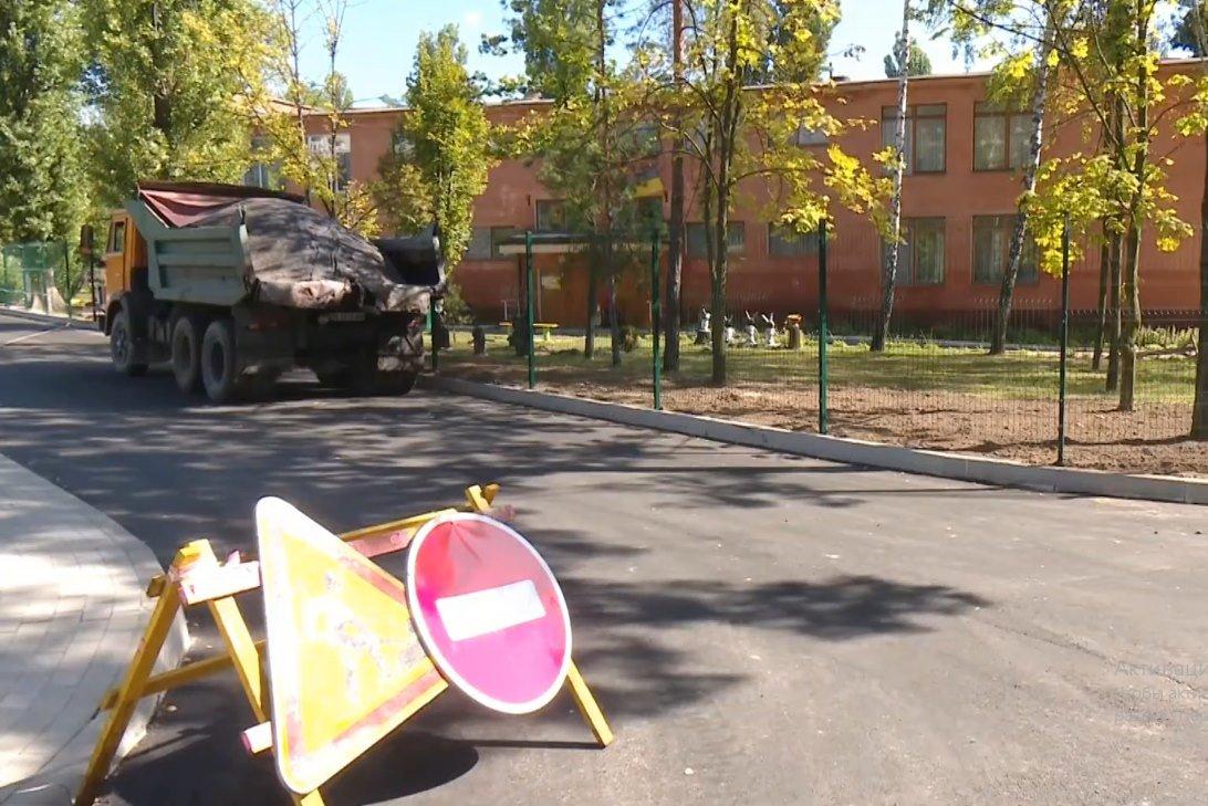 Ремонт прибудинкової території біля чернігівської школи №22 на фінішній прямій, фото-1