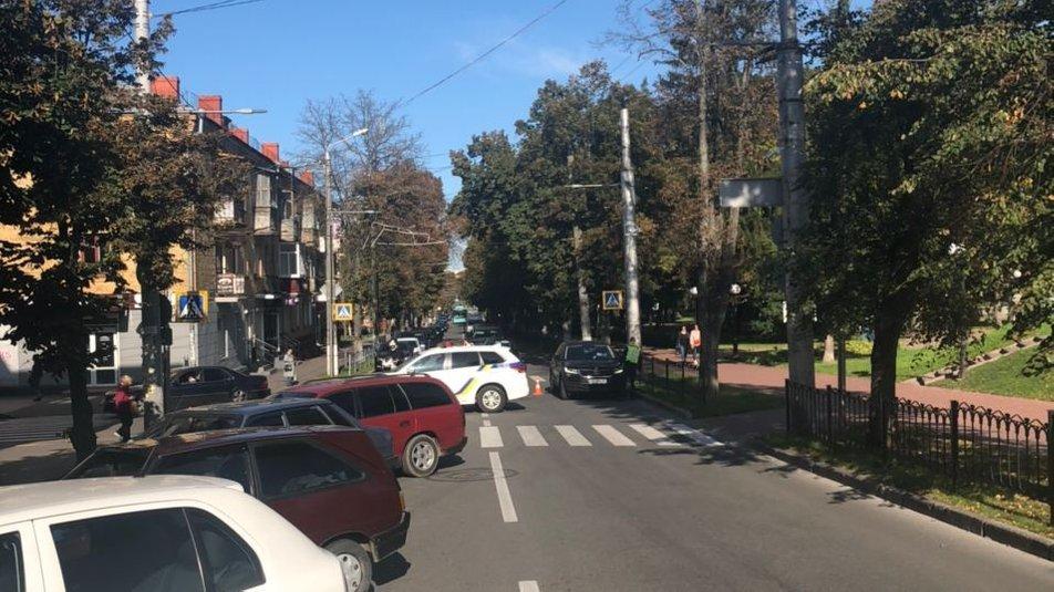 """Красна площа у Чернігові """"замінована"""", фото-1"""