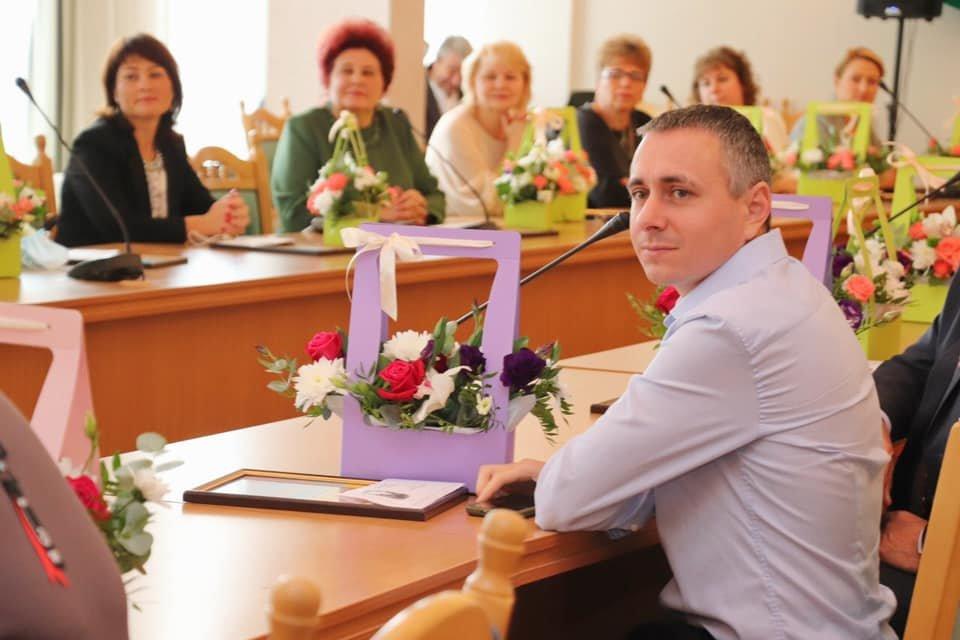 Напередодні професійного свята освітян Чернігівщини нагородили одразу двома преміями, фото-1