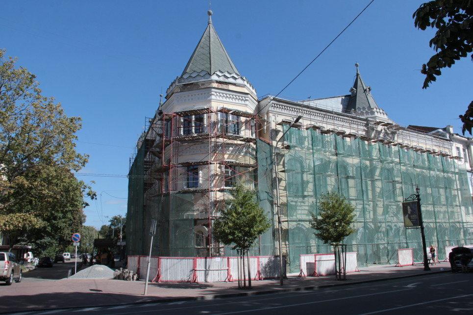 Багато зроблено, але ремонт чернігівської філармонії продовжиться ще і в наступному році, фото-1