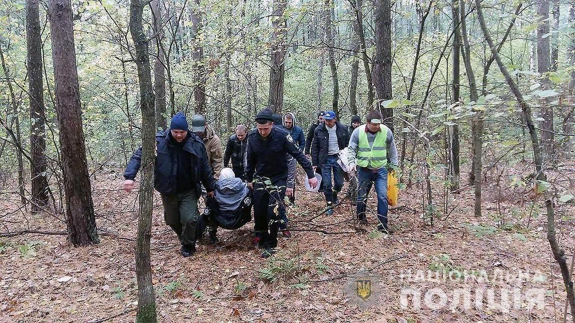 Несли 3 кілометри: бабуся загубилась і її знайшли у болоті під Черніговом, фото-1