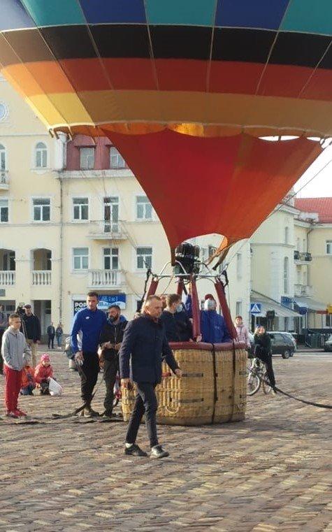 """Покатали на повітряній кулі: """"ОПОРА"""" звинуватила партію """"Рідний дім"""" у непрямому підкупі виборців, фото-3"""