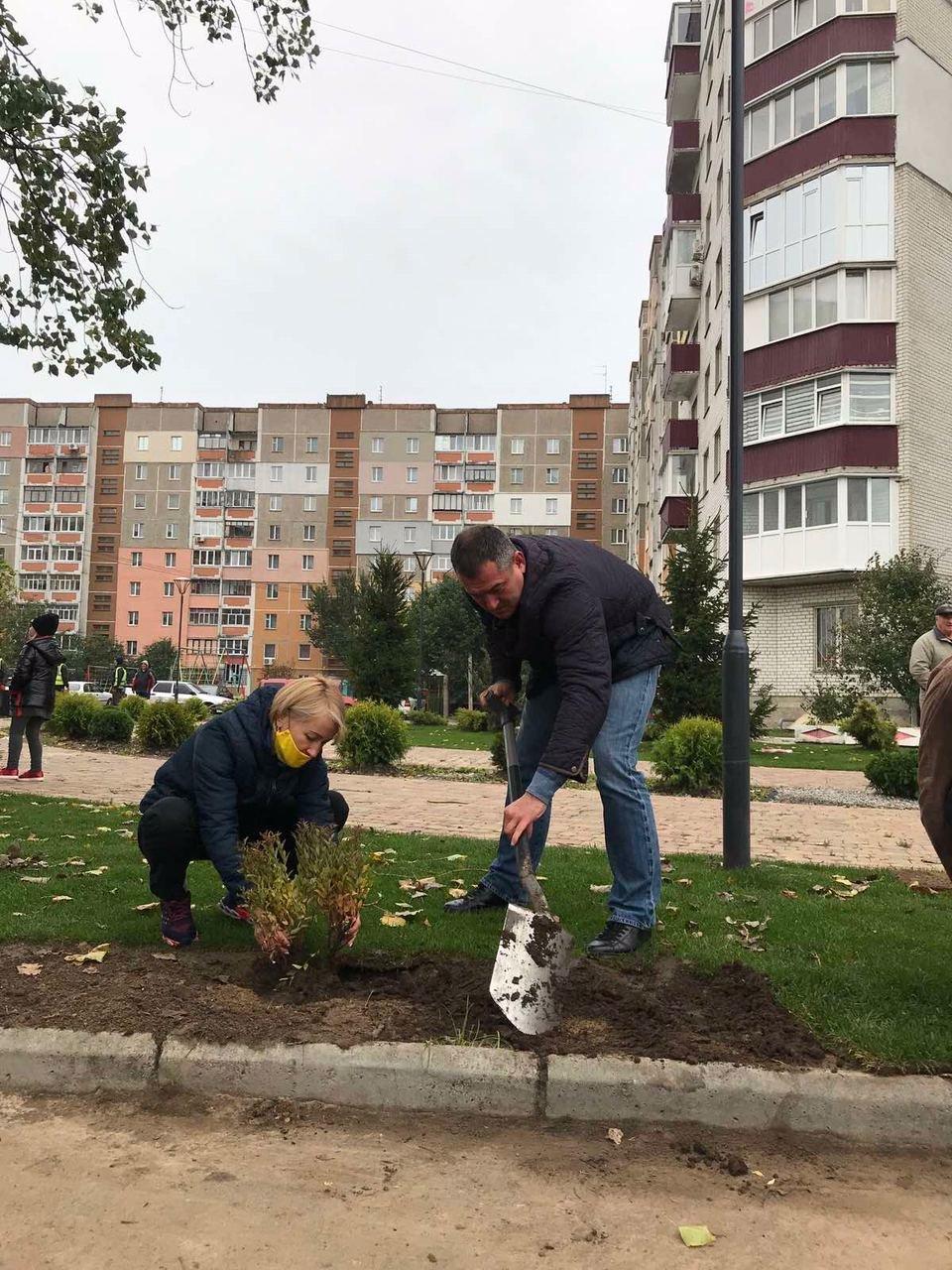 Ярослав КУЦ і Ніна ЛЕМЕШ відвідали будівництво нового міні-скверу на Масанах, фото-1