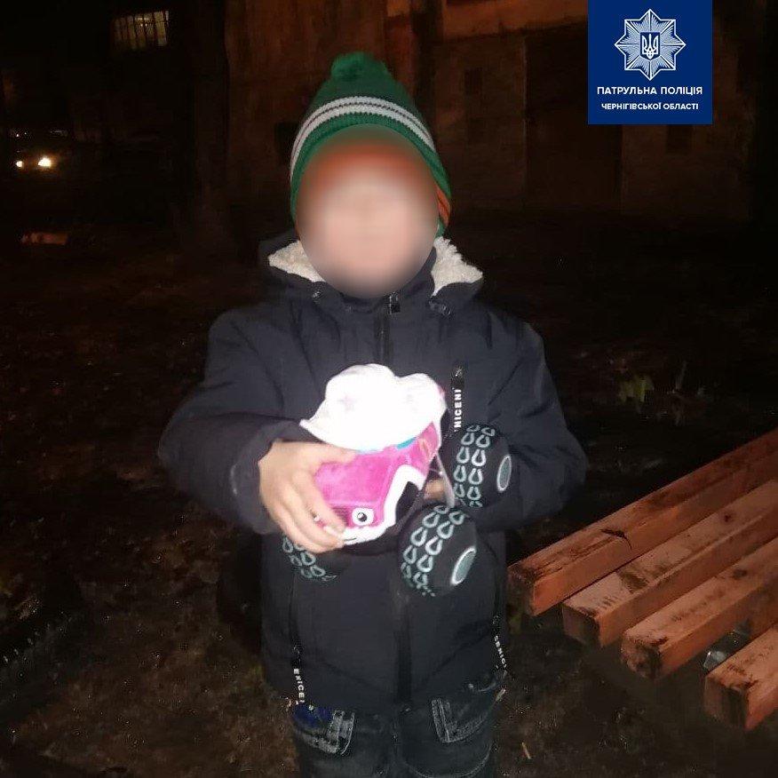 Маленький мандрівник: у Чернігові поліція знайшла 5-річного хлопчика, якого шукала мати, фото-1