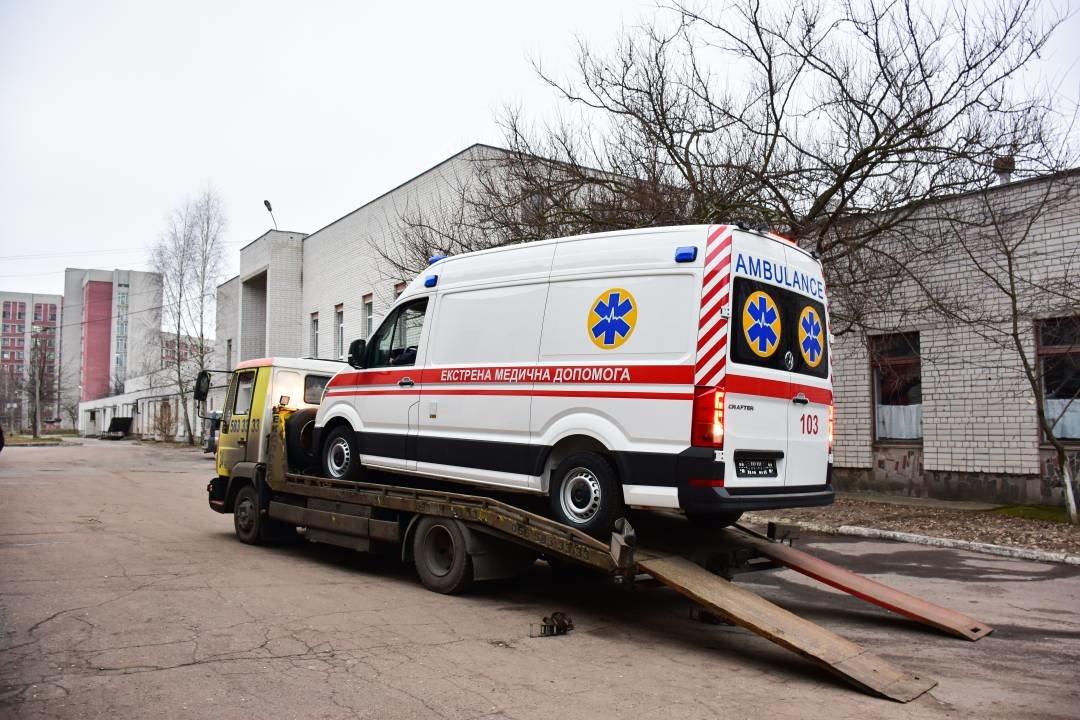 """Міські лікарні поповнились двома авто """"швидкої допомоги"""": ними перевозитимуть тяжкохворих, фото-3"""