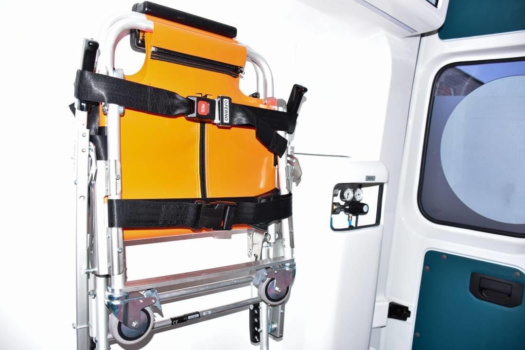 """Міські лікарні поповнились двома авто """"швидкої допомоги"""": ними перевозитимуть тяжкохворих, фото-7"""