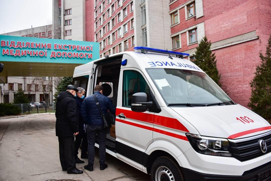 """Міські лікарні поповнились двома авто """"швидкої допомоги"""": ними перевозитимуть тяжкохворих, фото-4"""