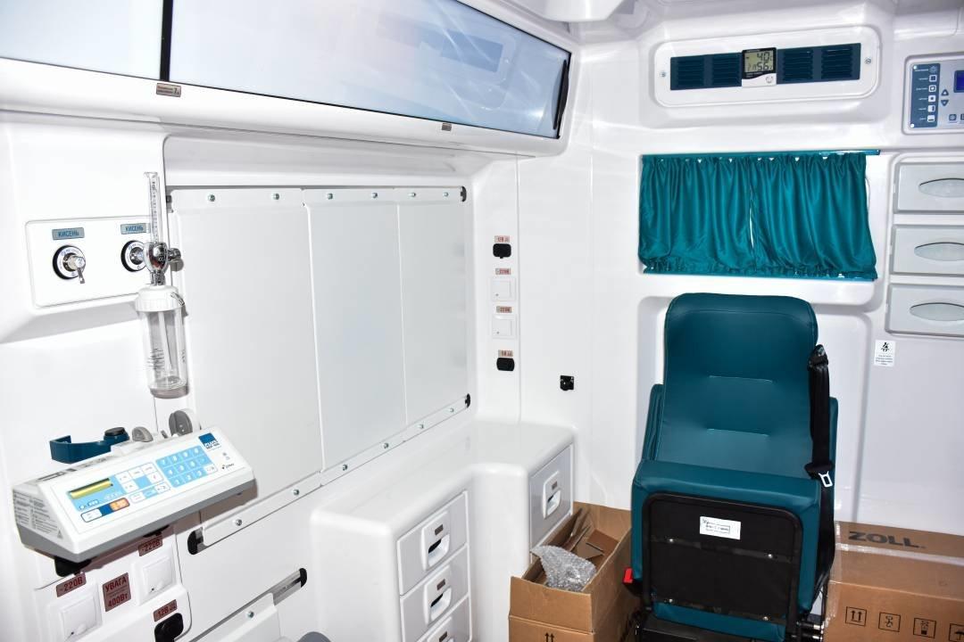 """Міські лікарні поповнились двома авто """"швидкої допомоги"""": ними перевозитимуть тяжкохворих, фото-5"""