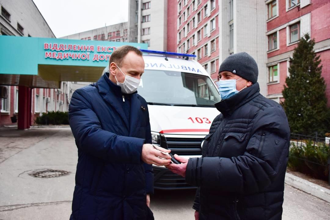 """Міські лікарні поповнились двома авто """"швидкої допомоги"""": ними перевозитимуть тяжкохворих, фото-1"""