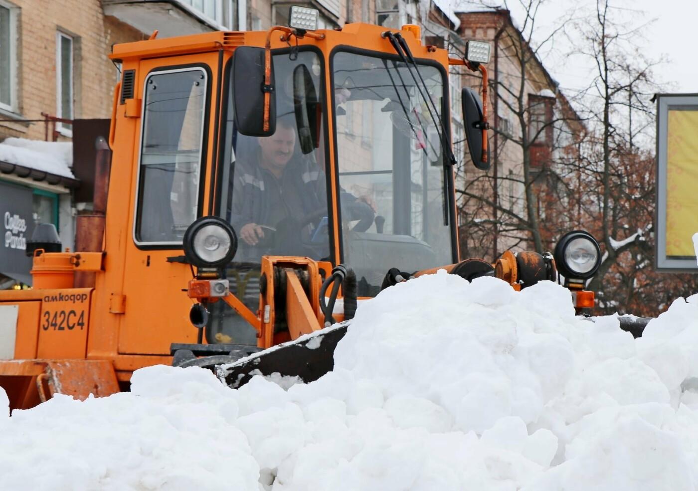 Тотальна чистка: за вихідні з вулиціь Чернігова вивезли більше 6 000 м3 снігу, фото-3
