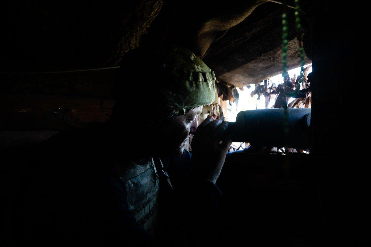 Порошенко поїхав на фронт, побував на «нулі» і передав військовим комплект відеоспостереження за противником , фото-2