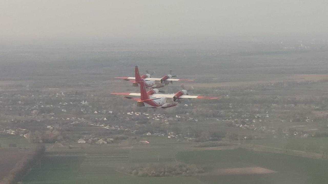 Українські Ан-32П під час перельоту. Фото: ДСНС України
