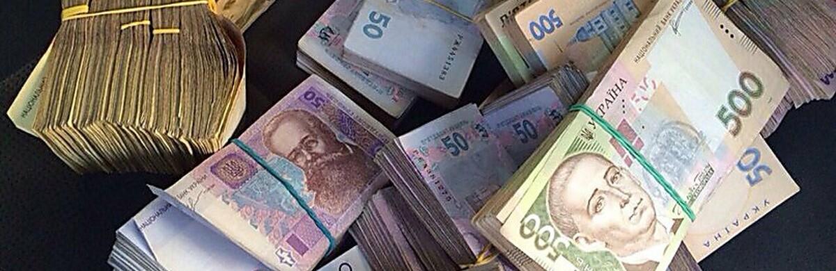 Жовтнева середня зарплата по Чернігівщині стала більше на 15%: хто заробляє найбільше та найменше