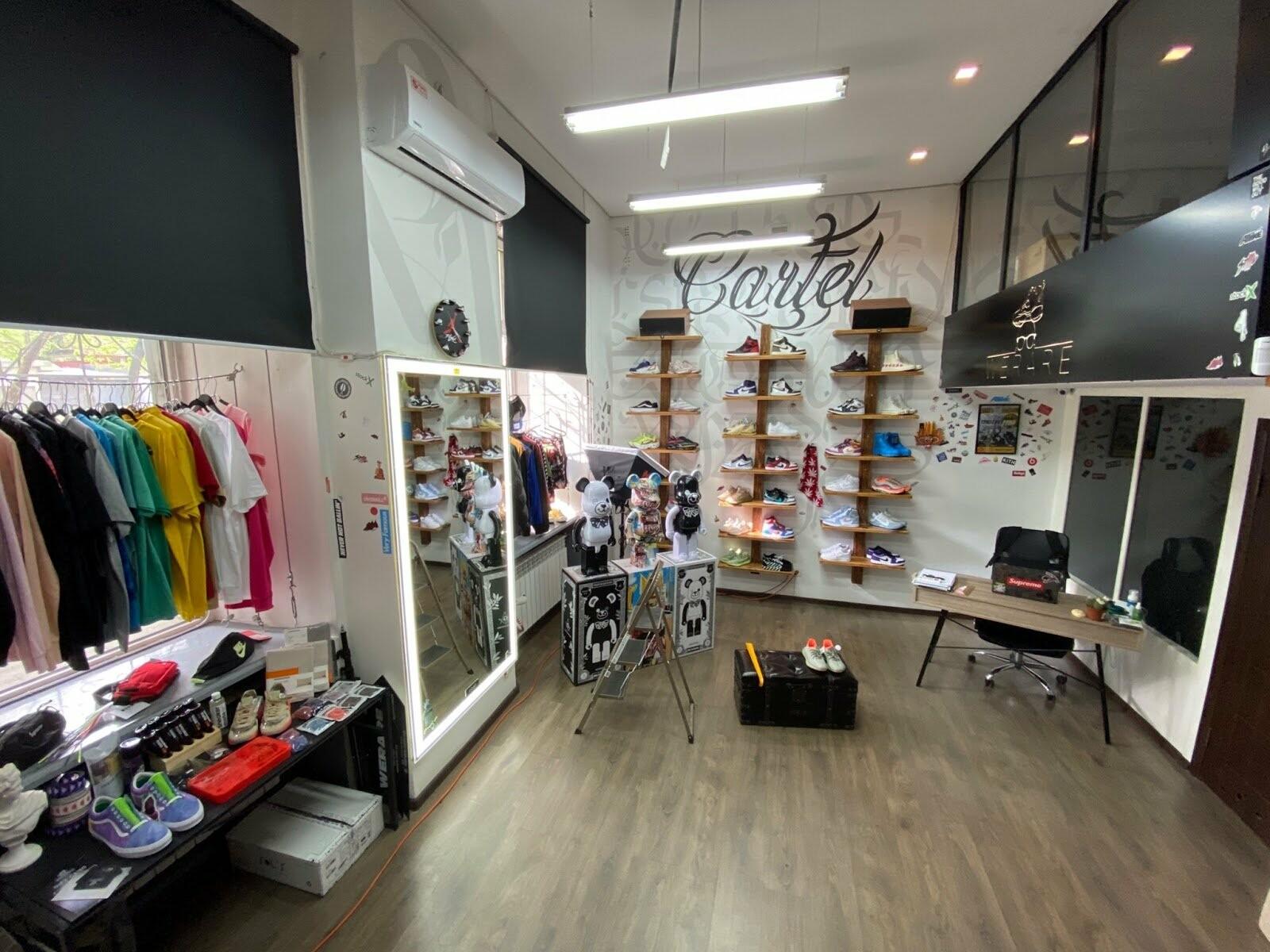 Магазин оригинальной обуви и одежды WERARE